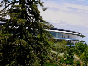 A glimpse of the Apple Park spaceship